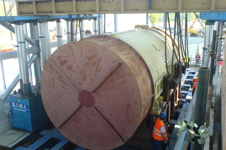 25. Unloading the stator